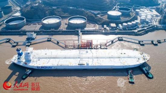 亚洲最大原油码头首靠全球最大船(组图)【2】