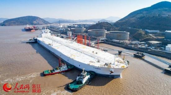 亚洲最大原油码头首靠全球最大船(组图)