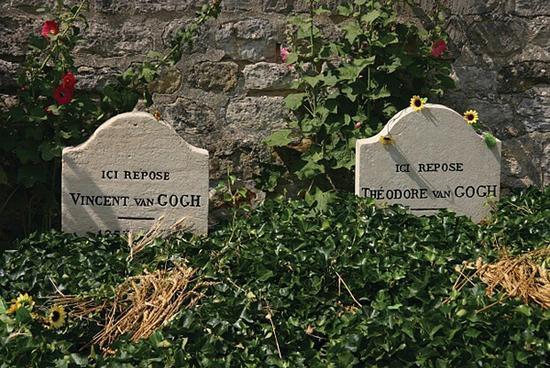▲梵高兄弟墓碑近照。