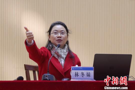 """扬州一高校开学第一课六千名学生思考""""自信哪里来"""""""