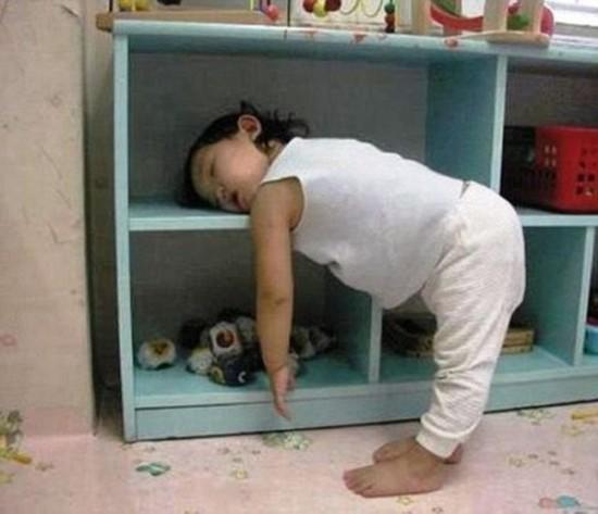 随时随地!什么也不能阻挡宝宝睡觉(组图)