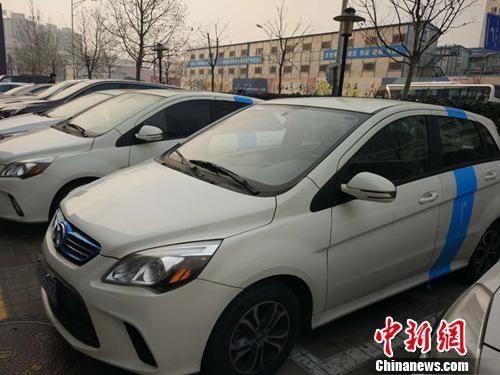 """中国多地开始流行""""共享汽车"""" 会否加剧交通拥堵?"""