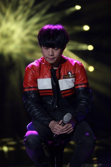 赵雷《歌手》翻唱《月亮粑粑》被淘汰