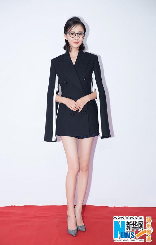 佟丽娅短发造型全新亮相 2017佳作纷呈引期待