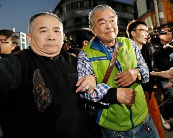 台湾游览车事故第5天 出事旅行社负责人出面道歉