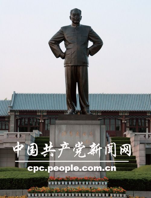 铜像:周恩来同志