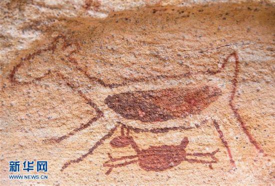 这是2月7日在巴西东北部皮奥伊州境内的卡皮瓦拉山国家公园拍摄的岩画。卡皮瓦拉山国家公园位于巴西东北部皮奥伊州境内,1991年入选世界文化遗产名录。联合国教科文组织世界遗产委员会评价说,卡皮瓦拉山国家公园有的石洞壁画距今超过2.5万年,它们是南美洲最古老的人类社会为数不多的证据之一。新华社记者李明摄   新华社巴西圣雷蒙托诺纳图2月18日电   新华社记者陈威华 赵焱   卡皮瓦拉山国家公园位于巴西东北部皮奥伊州境内,1991年入选世界文化遗产名录。联合国教科文组织世界遗产委员会评价说,卡皮瓦拉山国