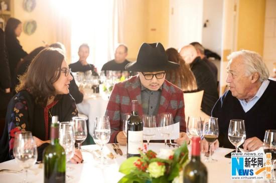 徐峥尹正法国遇影后秒变迷弟 参加酒农新年派对献厨艺