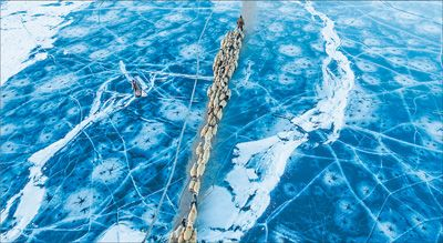 西藏冰湖上的千年牧羊路转场(图)