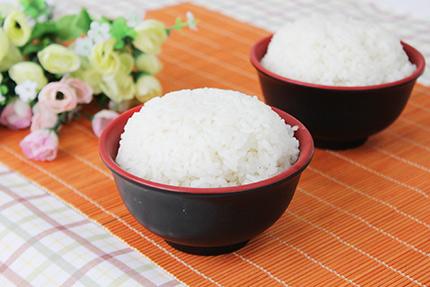 剩米饭能加热吗?米饭不能与5种食物同吃!
