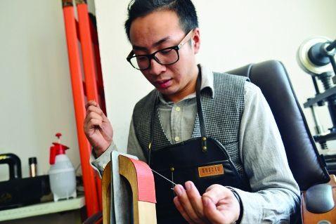 """哈尔滨85后男孩国企辞职做""""皮匠""""感受""""慢生活"""""""