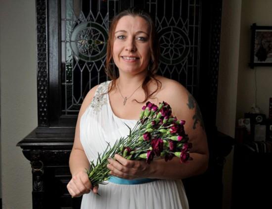 嫁给自己!英单身女子办婚礼庆祝40岁生日