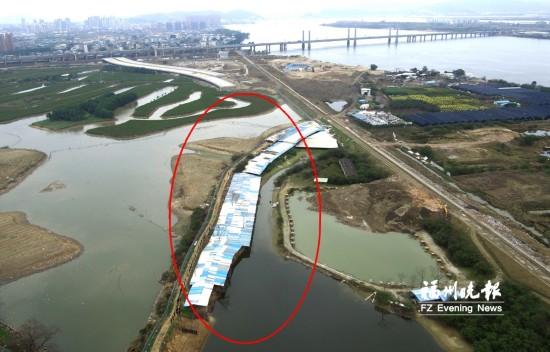 乌龙江边百米违建鸭棚被拆 白马河新增违建被拆