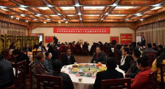 图为2月20日,区党委统战部举行各族各界党外代表人士喜迎藏历新年茶话会。