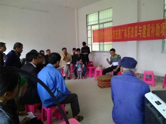 八角乡:养蜂培训助脱贫