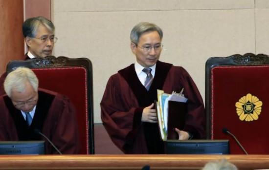 拖时间?朴槿惠律师要求撤换主审法官