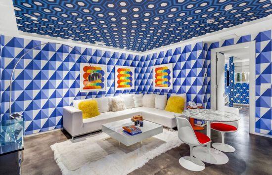 """近日,美国时装设计师汤米 希尔菲杰(Tommy Hilfiger)打算售卖自己在佛罗里达州迈阿密金色沙滩的一座豪宅。这座豪宅一点不带""""铜臭味"""",反而因为汤米精巧的设计和布局充满了现代、艺术、时尚和清新气息。据悉,这座豪宅的售价为2750万美元(约合人民币1.9亿元)。"""