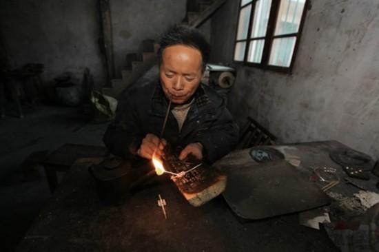 Miao silversmith puts shine back in silver