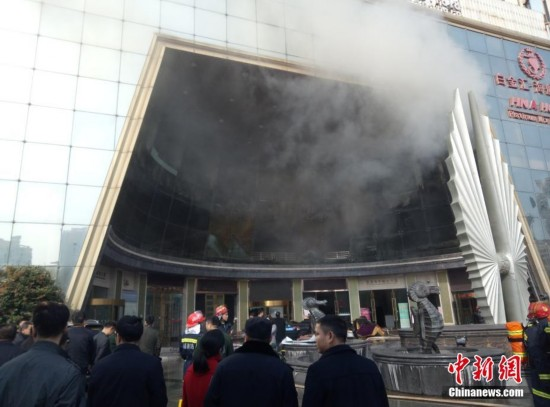 江西南昌一星级酒店发生火灾 有人员被困(组图)