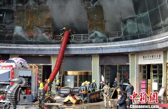 南昌酒店起火致2死14伤 现场直击:不少市民惊慌跑出