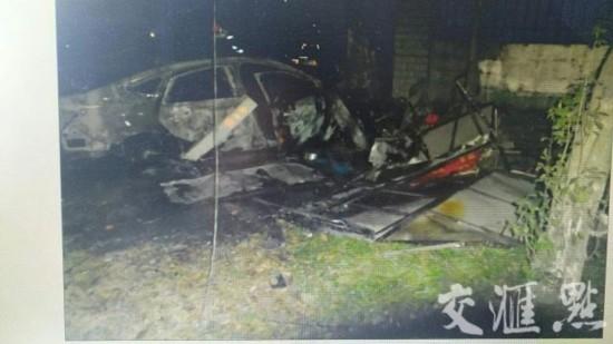 镇江丹阳两车相撞祸及路边烧烤摊 多人受伤