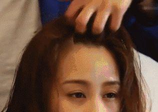 郑爽周冬雨撞头,同款发型让你也能重返18岁!