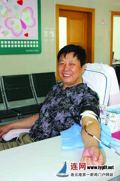 连云港男子19年献血逾万毫升 用行动诠大爱