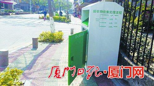 """旧衣回收箱""""霸道""""没人管 市民:公益就能任性?"""