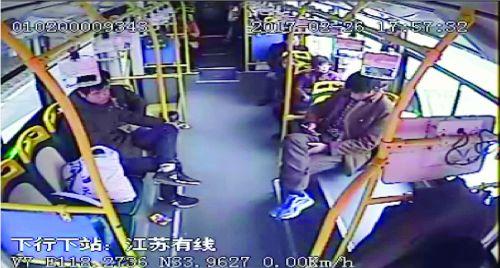 """男子发病昏倒 宿迁一公交车""""生死时速""""送医"""