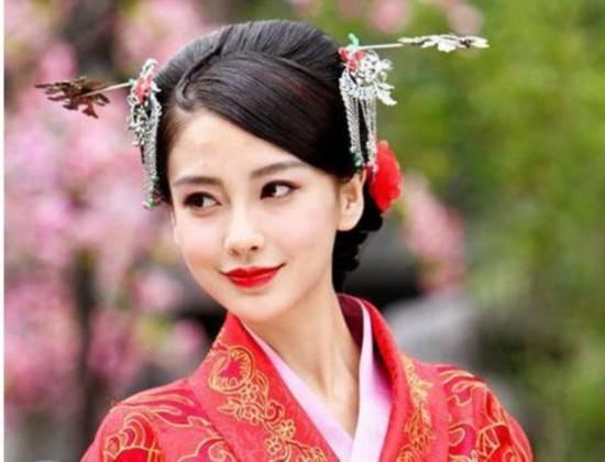 杨颖的古装造型也很美,但是她的古装造型基本上都是一个类型的,没有