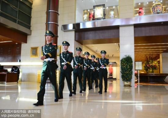 北京:全国两会在即 武警官兵进入两会时间