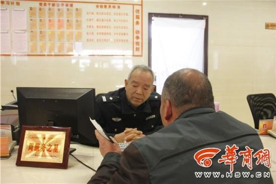 潼关交警雪中执勤被批作秀 丽江法官被停职并道歉
