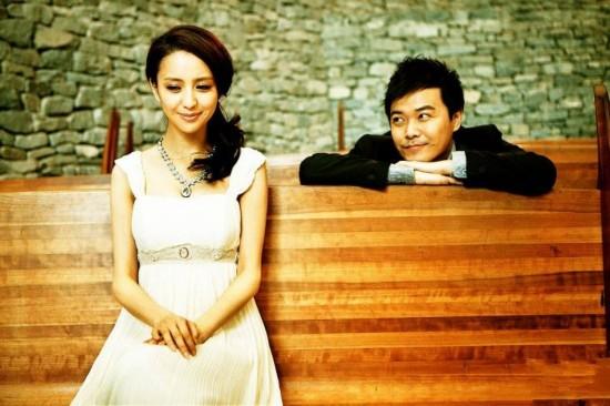 曝佟丽娅陈思成已离婚 两人昔日恩爱照大回顾