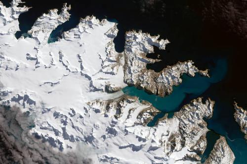 卫星拍摄的南极纽梅耶冰川图像。NASA
