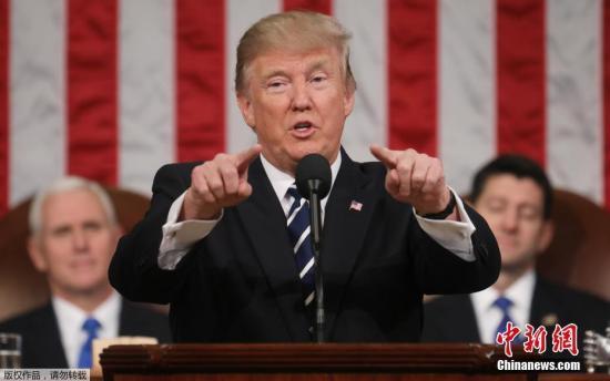 当地时间2月28日,美国总统特朗普在国会发表重要政策演讲,这是特朗普就职以来的首次国会演讲,备受外界关注。他阐述了自己就职一个月的成绩,提到了增加基础设施投入和国防预算,还谈到了移民改革、税收改革和医保改革等广为关注的问题。
