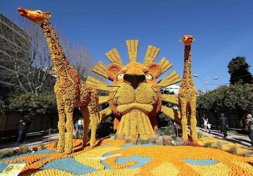 法国柠檬节:200吨柠檬凹造型 展现音乐剧情景(图)