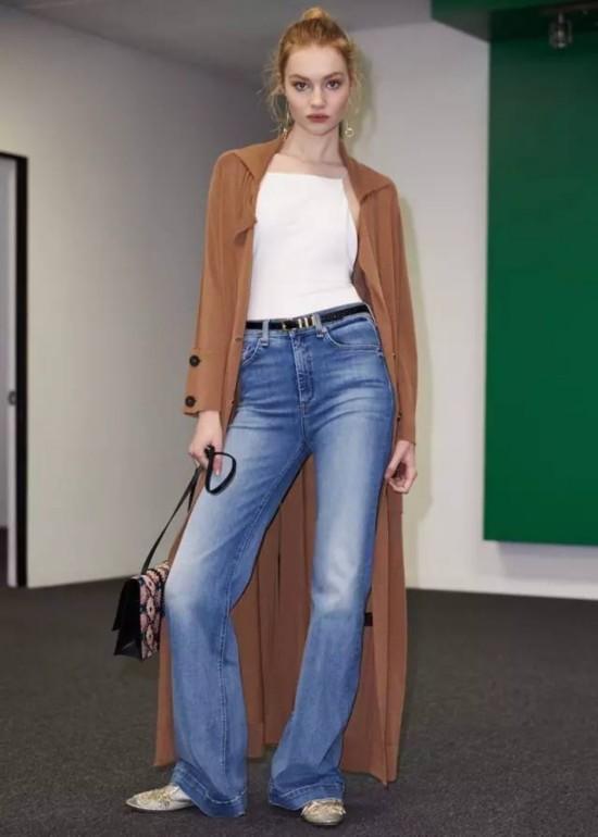 阔腿裤+运动鞋,等于最简约高级的时髦混搭风!
