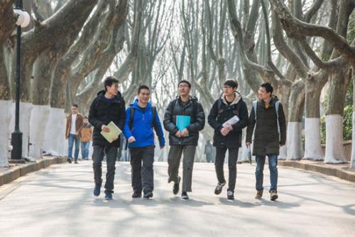 大学一寝室5人考研 初试成绩均超过400分走红网络