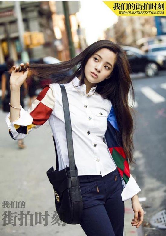 王丽坤用一件拼色衬衫,告诉你高级时髦感就这么简单!