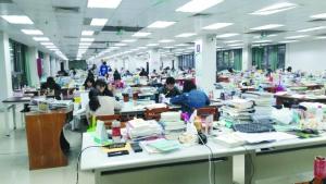 """广州高校自习室一席难求 有学生数百元""""求购"""""""