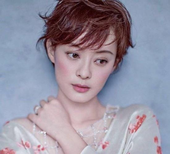 佟丽娅终于走出出轨门,剪了短发会变网红吗?
