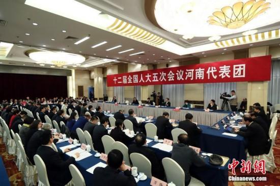 河南代表团开放日接受媒体采访