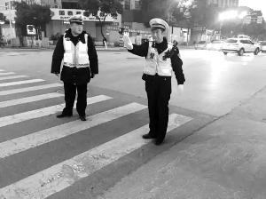 连续22天每天工作13小时 南京交警累倒在岗位