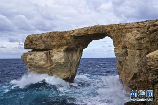 """马耳他著名景点""""蓝窗""""坍塌(组图)"""