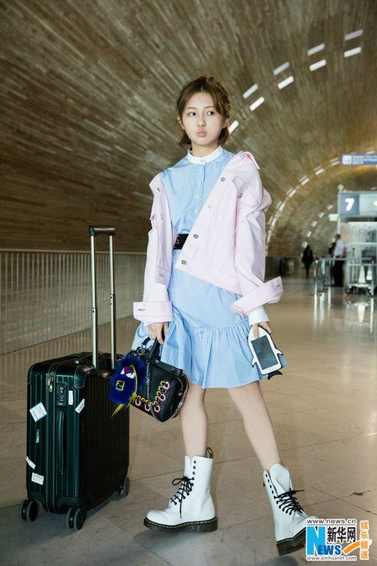 张子枫巴黎时装周回程 演绎多重活力
