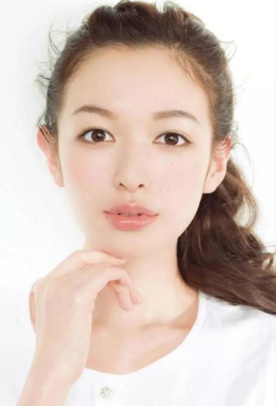 怎么样才能画一个超级减龄的日系萌妹妆?