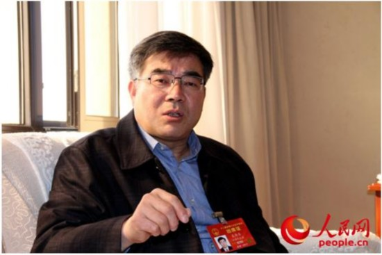 全国人大代表、江苏大学党委书记袁寿其接受人民网采访。人民网记者吴纪攀摄
