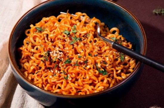 最辣的面_全世界最辣的面,厨师被辣聋 死亡之面 360奇闻网