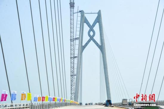 港珠澳大桥通车或将吸引千余名跨境学童赴港读书