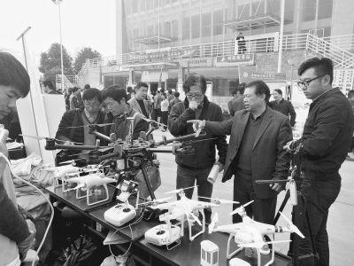 学生下乡与26个村结对 用无人机检测农作物生长灌溉